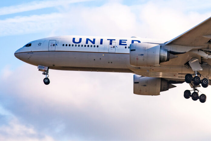 United Airlines loses $1.6 billion in the second quarter as pandemic saps travel demand